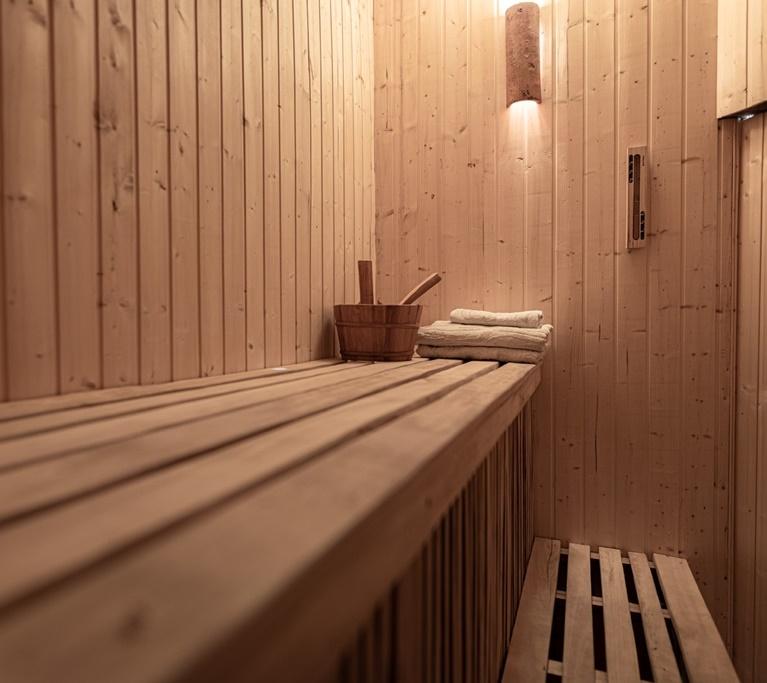 dzikie-roze-agroturystyka-sauna-03-glowna